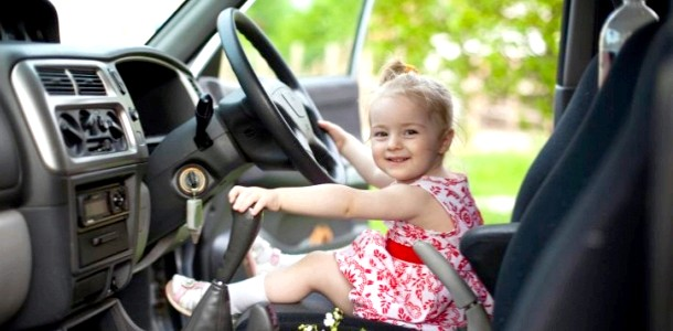 Дитину колише в машині: як допомогти малюкові фото
