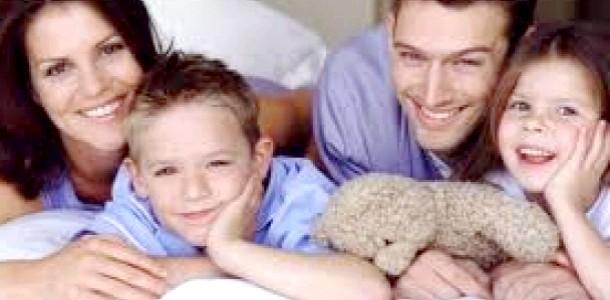Сім'я з біологічними та прийомними дітьми