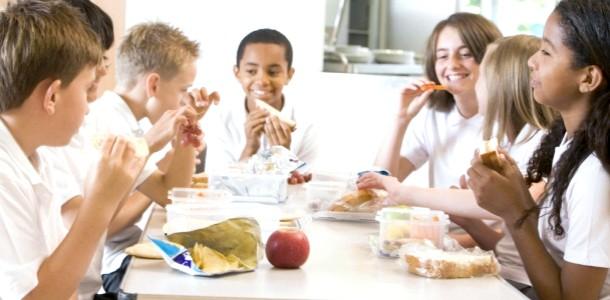 Шкільний «пайок»: чим нагодувати дитину?